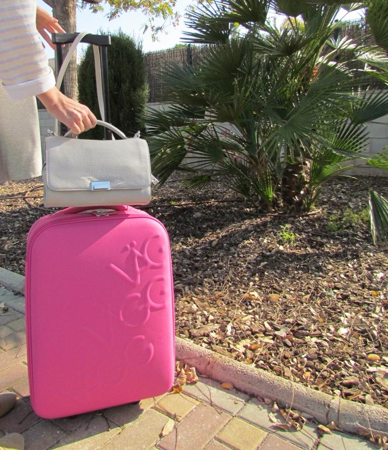 paco martinez maleta escapada fin de semana logocase rosa