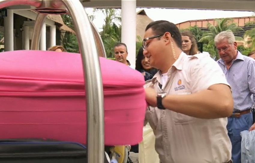 maleta logocase rosa casados a primera vista atresmedia pacomartinez logocase